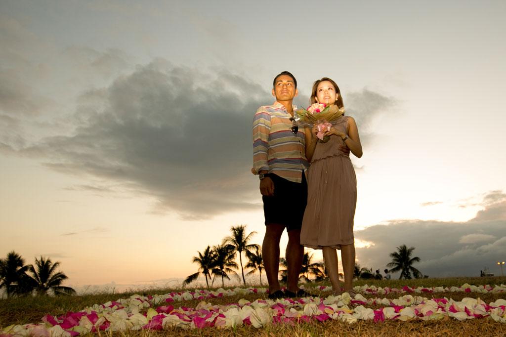 ハワイの素晴らしいサンセットで最高のサプライズプロポーズ