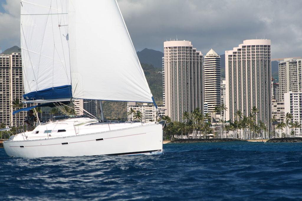 ハワイでヨットを貸し切って最高のサプライズプロポーズ