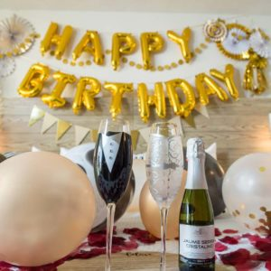 ハッピーバースデーをシャンパンで祝う