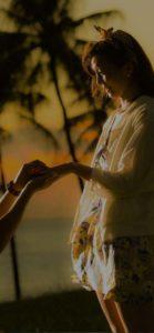 ハワイのサンセットに照らされながらプロポーズ