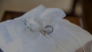 ウエディングで定番の指輪交換もハワイ風に