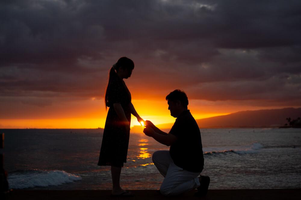後のハワイ挙式をイメージしつつ、ハワイでサプライズプロポーズ!