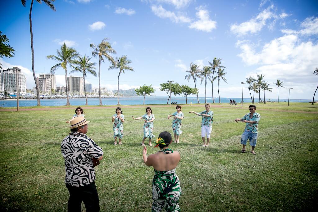お父さんから新郎新婦と家族へ、ハワイでサプライズパーティーのプレゼント!