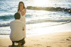 思いがけないハワイプロポーズに感動