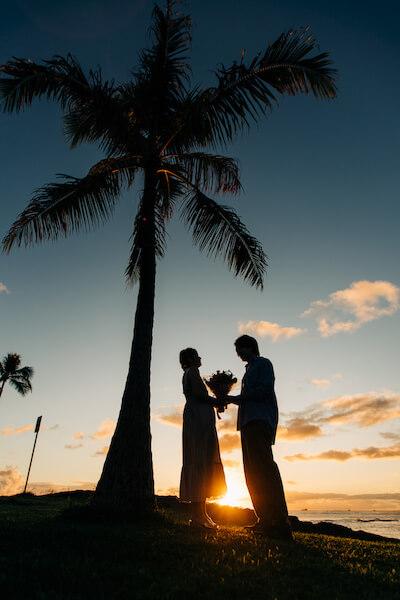 バーベキュー?と思った彼女が驚くハワイでのサプライズプロポーズ